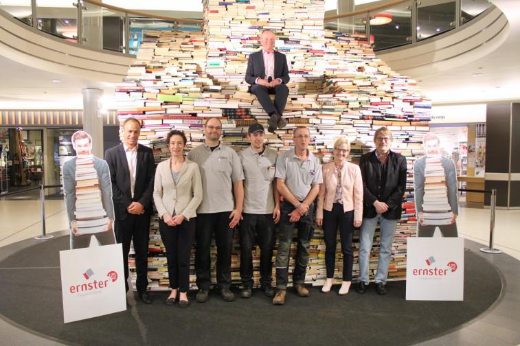 La plus grande pyramide de livres du luxembourg la belle etoile merkur - La plus belle etoile ...