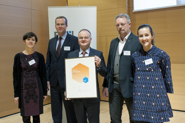 APATEQ CEO Bogdan Serban and team with the Fedil Innovation Award certificate s