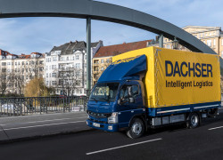 Fuso-eCanter-Berlin-bridge