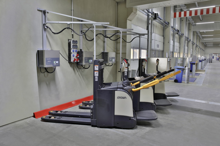 Li-Ion Ground conveyors charging at Dachser cross docking hall-kl